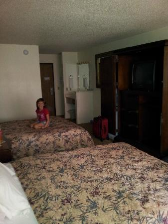 Chippewa Motel & Suites: Hard beds. We had to use bags to keep doors open for tv.