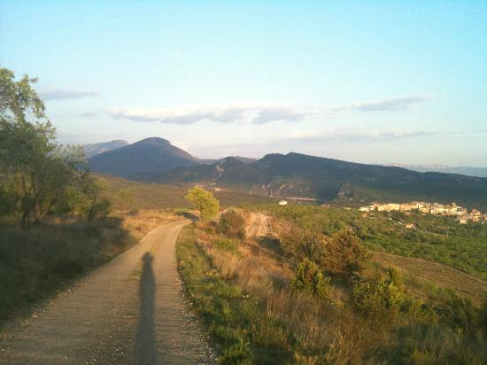 Casa Lola: View of Talarn from road leading out of town
