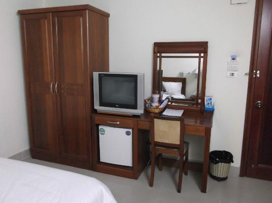 Pacific Hotel : Basic facilities in Standard room.