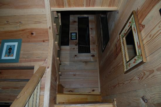 Bear Creek Lodge and Cabins: stairs leading to the loft