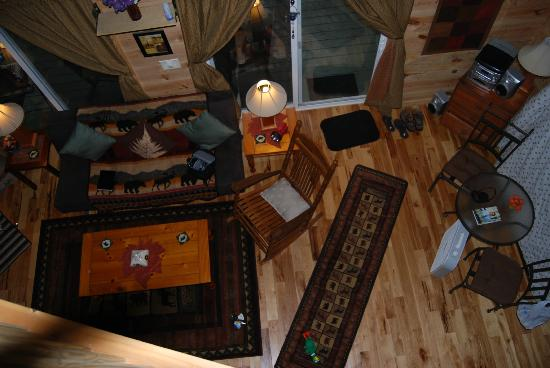 Bear Creek Lodge and Cabins: view from upstairs to the front entrance