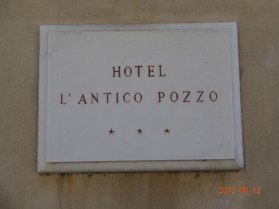 Hotel L'Antico Pozzo: 入り口