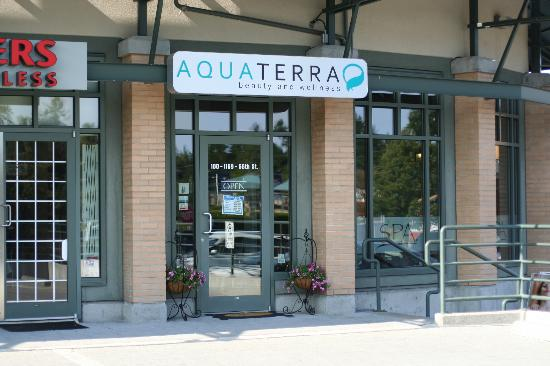 AquaTerra Beauty and Wellness Spa: Another view of the front entrance