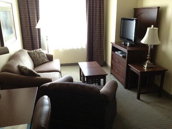 Staybridge Suites: Living space