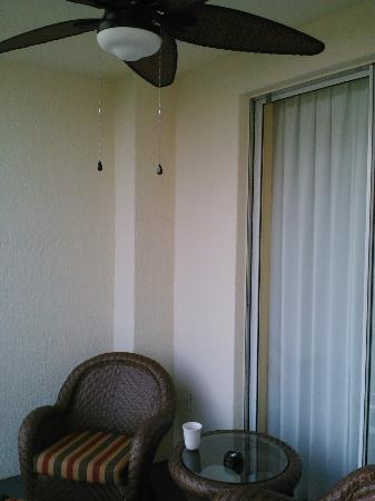 Orlando's Sunshine Resort: Balcony with celing fan