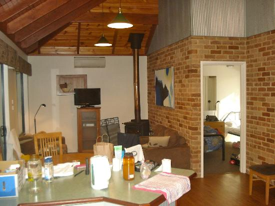 Margaret River Hideaway & Farmstay: The other side of the living room with the fire place