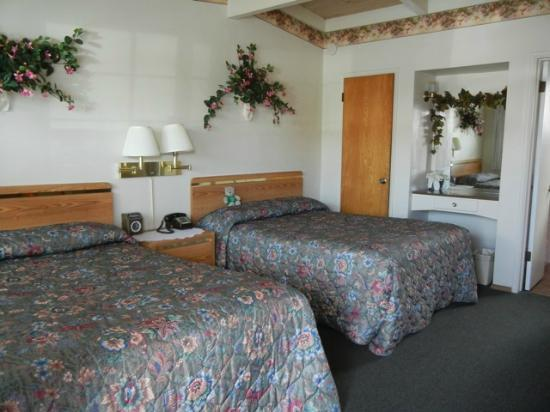 Sundown Inn: 2 bed room