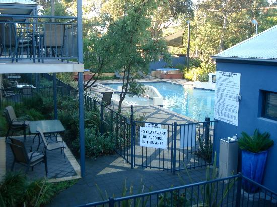 Forte Leeuwin Apartments: The view from our balcony of the swimming pool