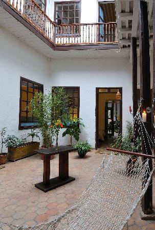 A Casa Naranja: 1th patio
