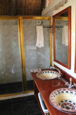 Muchenje Safari Lodge: Bathroom