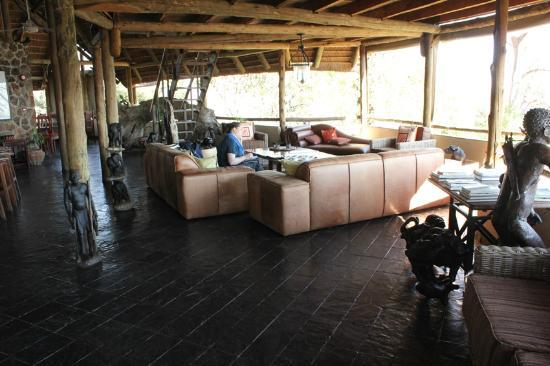 Muchenje Safari Lodge: Lounge Area