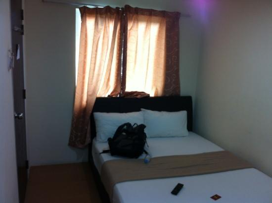 Small room but big bed picture of joy inn hotel kuala for Small room nfpa 13