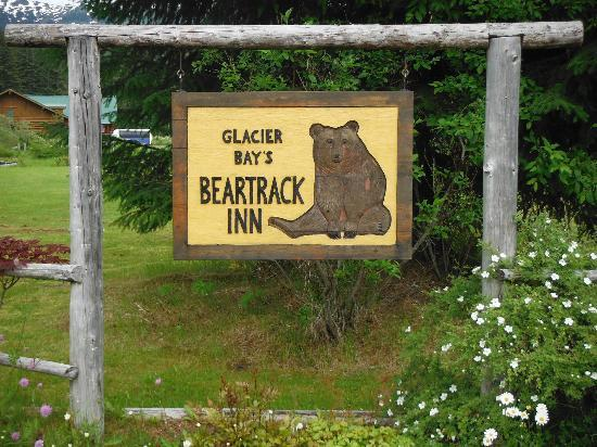 Glacier Bay's Bear Track Inn: Entrance