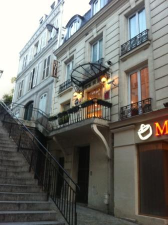 Hotel du Bois: the stairs in front of the hotel