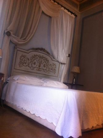 Palazzo Rocchi: our lovely comfortable bed