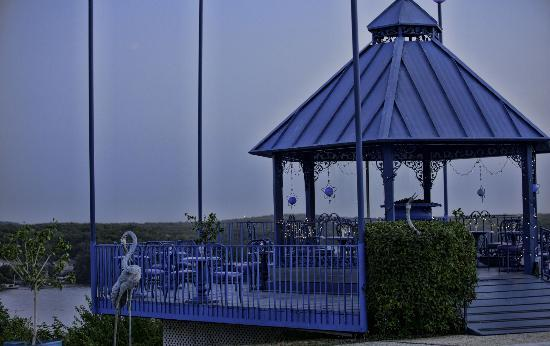 The Blue Heron Restaurant: deck and gazebo above the lake (beautiful view)
