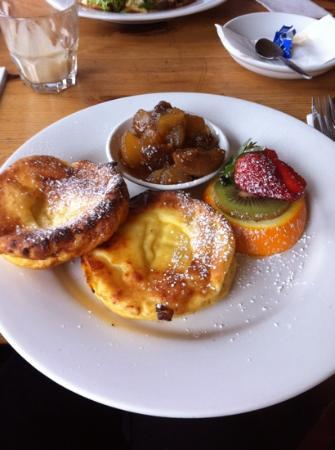 Blue Mist Cafe: Ricotta Cakes with Fog Compote