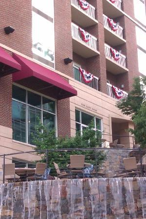 Hampton Inn & Suites Greenville - Downtown - Riverplace: The Lazy Goat Restaurant at Hampton Inn