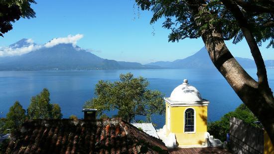 Lake Atitlan: Vista del lago da Casa Palopo
