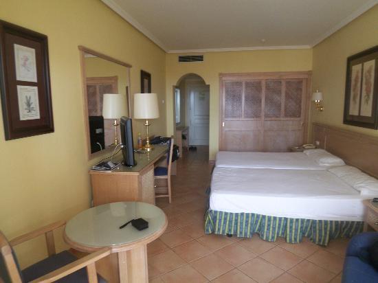 H10 Sentido Playa Esmeralda : Chambre