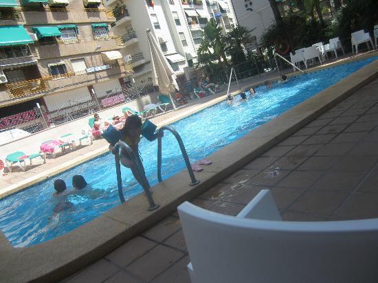 La piscina picture of hotel teremar benidorm tripadvisor for Piscina climatizada benidorm
