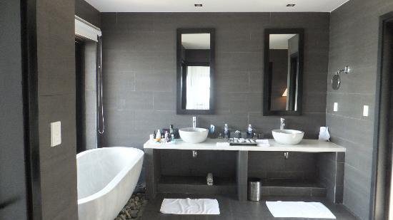 Vedana Lagoon Resort & Spa : bathroom