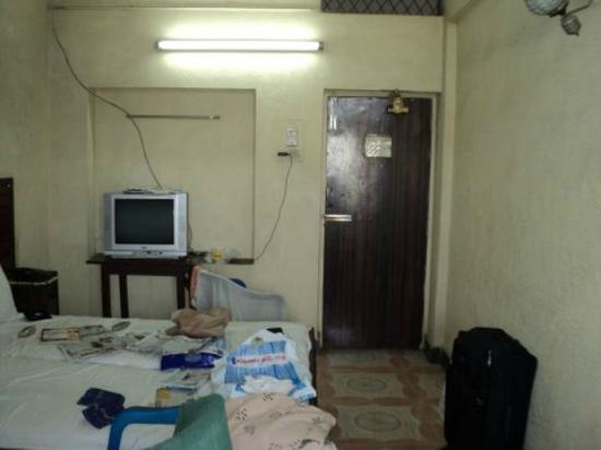 Sudha Inn: Room