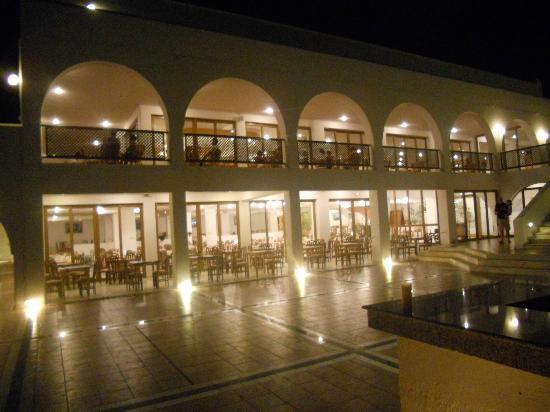 Alfa Beach Hotel: hotel at night
