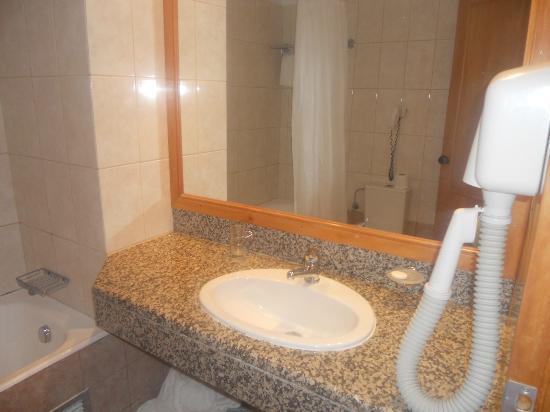 Alfa Beach Hotel: bathroom