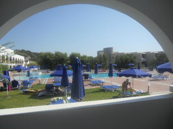 Alfa Beach Hotel: pool look