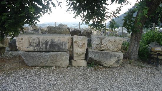 Myra Kaya Mezarları: Heykel