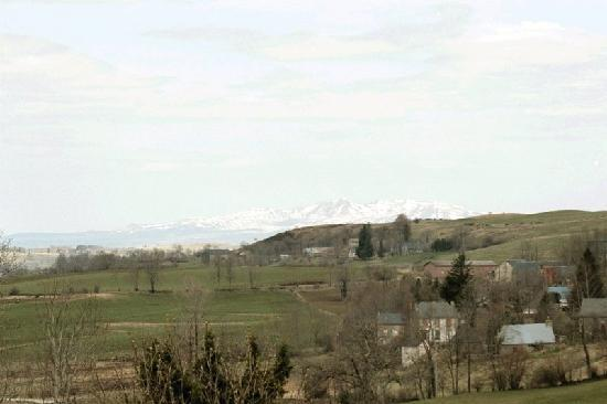 Gite du Limon: Les Monts du Sancy vu des chambres
