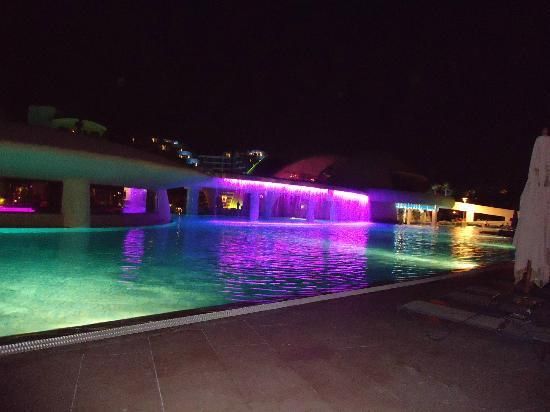 Cornelia Diamond Golf Resort & Spa: Pool view at night..