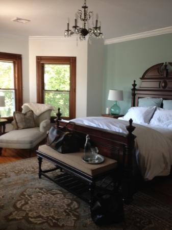 Fordham House: loved our huge bedroom