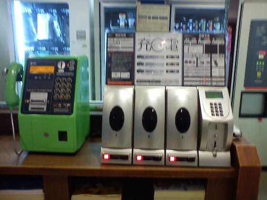 Shinbashi Atagoyama Tokyu REI Hotel: Telephone at the lobby