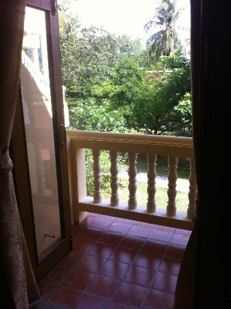 Banburee Resort & Spa: Balcony - too small to fit a chair