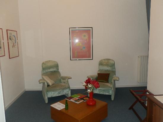 Albergo Ristorante Il Cascinalenuovo: Lounge are in bedroom