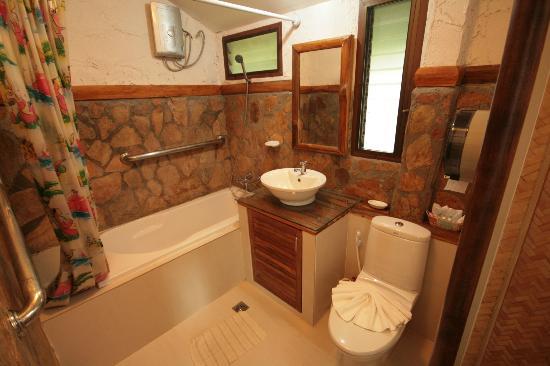 River Kwai Botanic Garden Resort: Bathroom of room 101