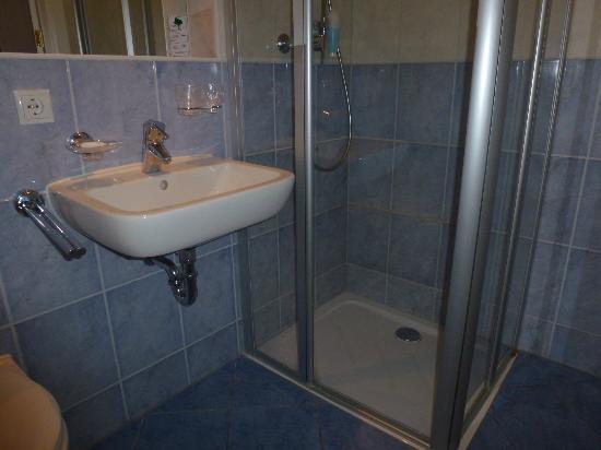Best Western Alexa Hotel: Duschbad