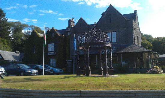 Bron Eifion Country House Hotel: looking towards the front of Hotel