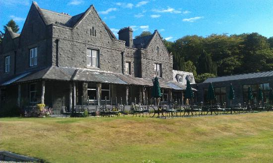 Bron Eifion Country House Hotel: side veiw of hotel.This is where you enjoy a quiet drink.
