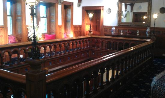 Bron Eifion Country House Hotel: looking accros the landing on Top of the stair's