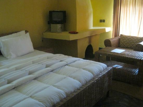 Le Bambou Gorilla Lodge: Home interior room