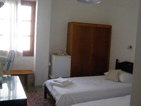 Renetta: room with window at the street