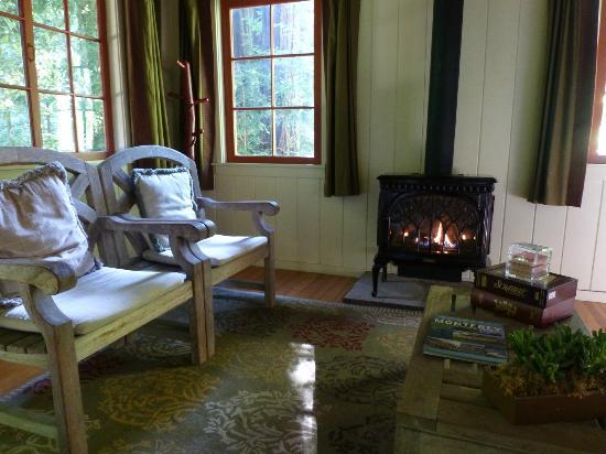 Glen Oaks Big Sur: sitting room