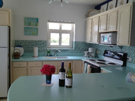 Turtle's Nest Beach Resort: Kitchen