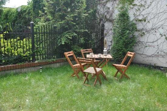 Anton Hostel : Garden