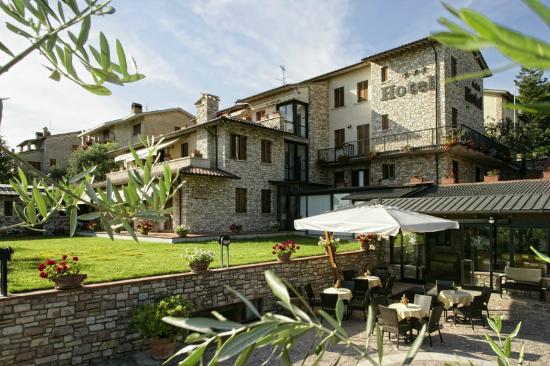 Hotel La Terrazza & SPA: ingresso dal giardino