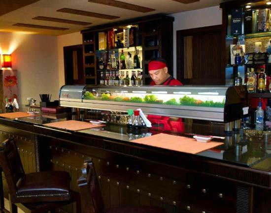 Hollywood Inn Hotel: Rooftop Sushi Bar