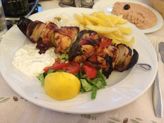 Chora, Yunani: chicken bacon souvlaki! delicious!